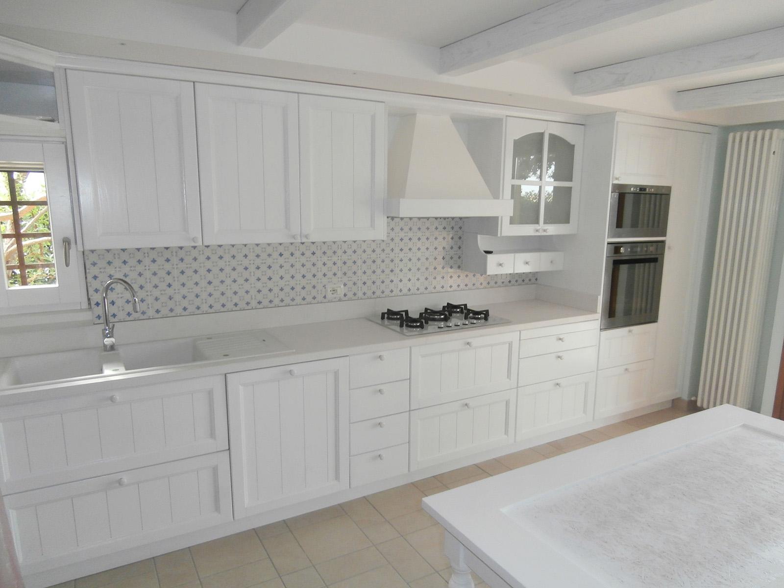 Cucine Farolfi, cucina in legno laccato poro aperto – Farolfi Arredamenti