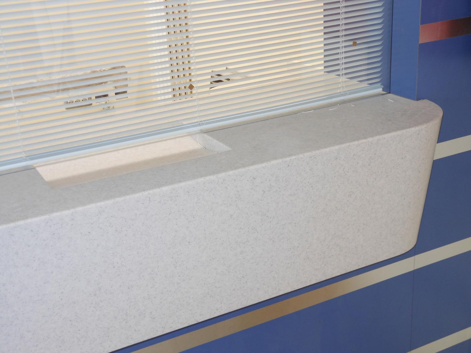 Lavorazioni Solid-surface, banco accetazione Ospedale Infermi Rimini – Farolfi Arredamenti