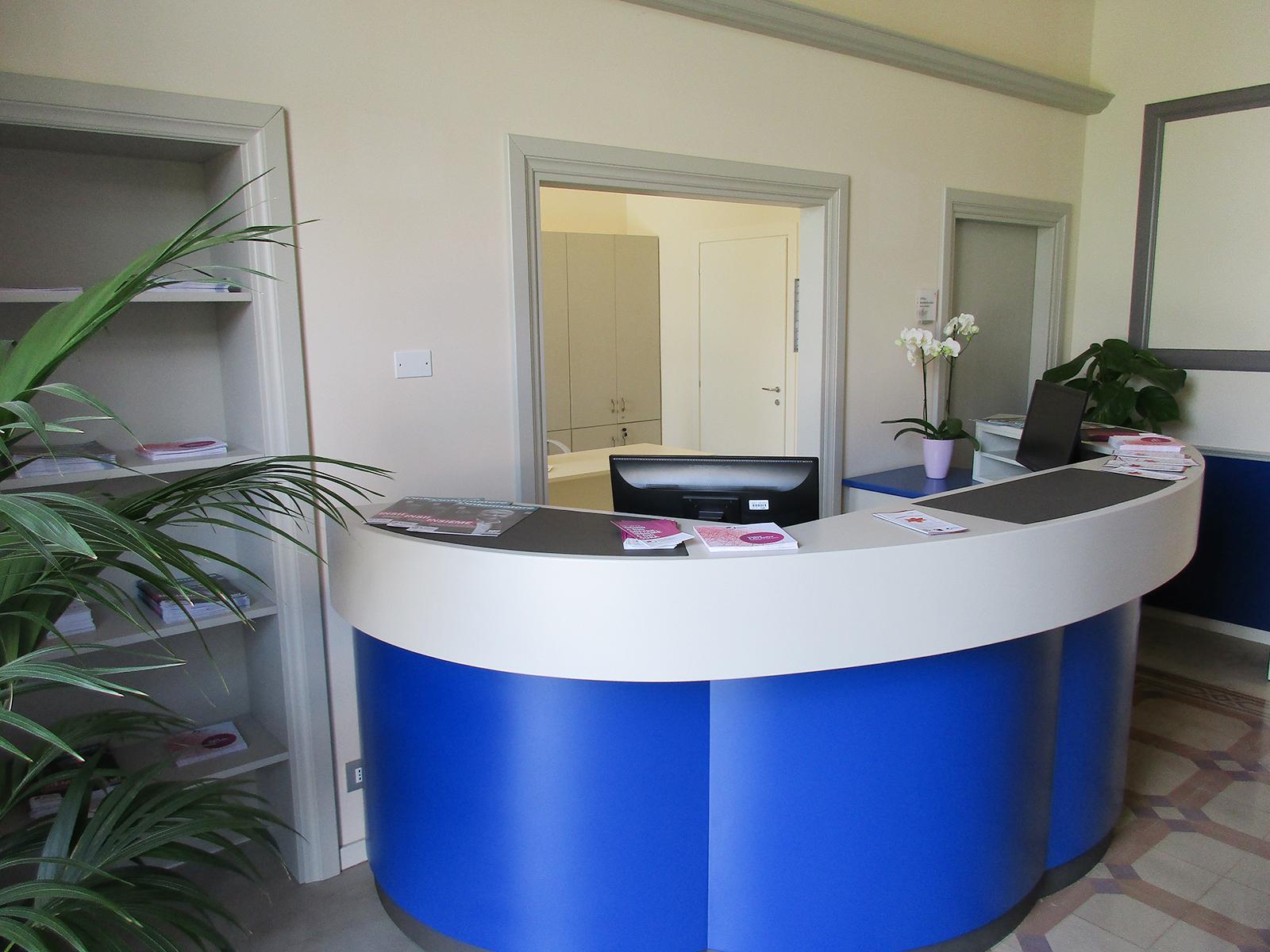 Arredi per alberghi banco reception, Casa S.Giuseppe Meldola – Farolfi Arredamenti