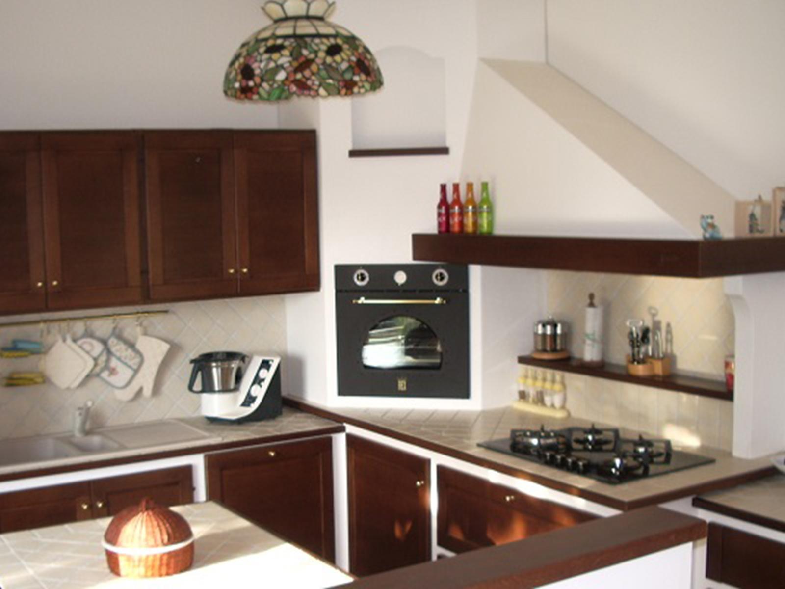 Cucine Farolfi, cucina in legno effetto muratura –Farolfi Arredamenti