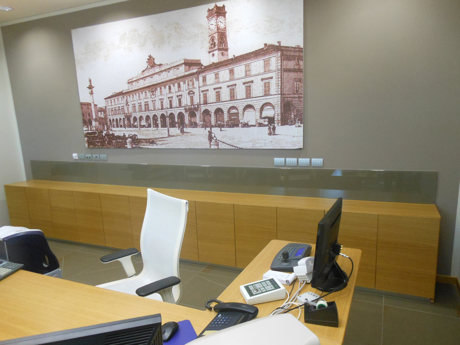 Arredi su misura Forlì Cesenaufficio direzionale Banca di Forlì –Farolfi Arredamenti