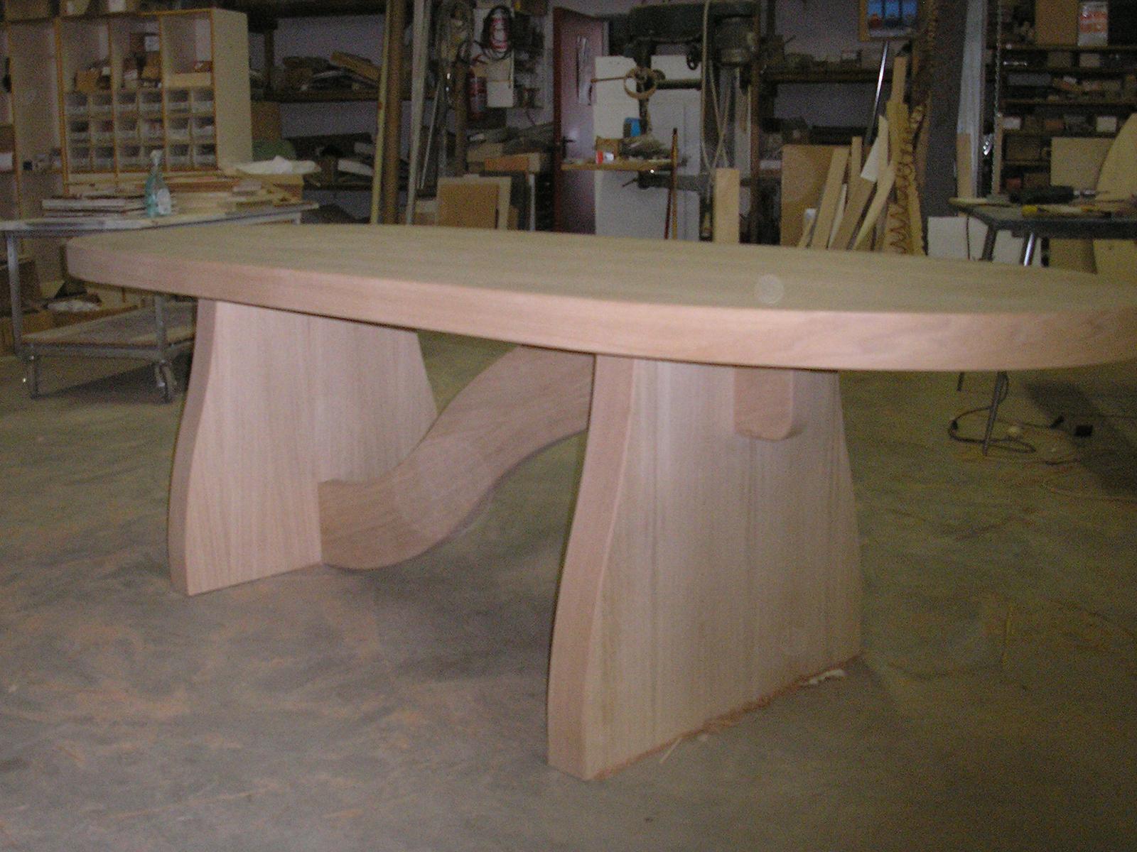 Arredi su misura Forlì Cesena, tavolo avale in legno –Farolfi Arredamenti